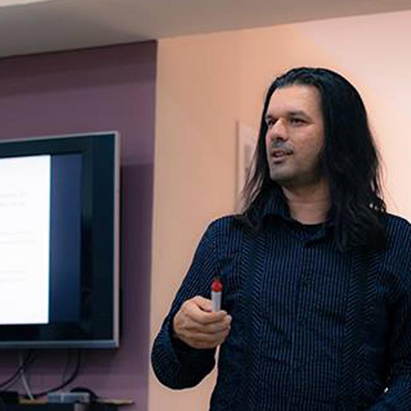 Γιώργος Καρακάσης - Καθηγητής Μουσικής Θεωρίας