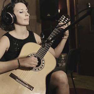 Δασκάλα-κλασικής-κιθάρας-Λένα-Τζαμπάζη